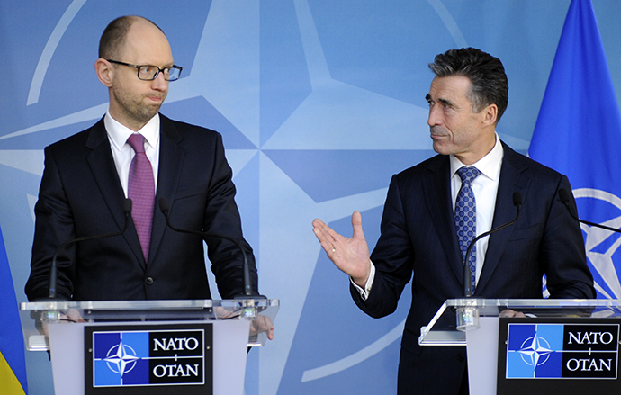Ukraine's Prime Minister Arseniy Yatsenyuk (L) holds a new conference with NATO Secretary-General Anders Fogh Rasmussen at the Alliance headquarters in Brussels March 6, 2014. (Reuters / Laurent Dubrule)