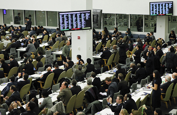 Diplomats watch electronic monitors showing a vote count, as the U.N. General Assembly voted and approved a draft resolution on the territorial integrity of the Ukraine at the U.N. headquarters in New York March 27, 2014. (Reuters / Eduardo Munoz)