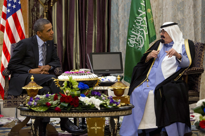 US President Barack Obama (L) meets with Saudi King Abdullah (R) at Rawdat Khurayim on March 28, 2014. (AFP Photo / Saul Loeb)