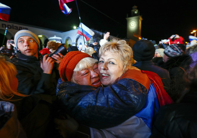 People celebrate the ceremonial change of time on the railway square in the Crimean city of Simferopol March 30, 2014. (Reuters/Shamil Zhumatov)