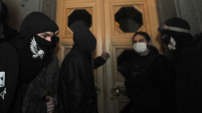Ukraine urges Right Sector to vacate its Kiev HQ after downtown shootout injures 3