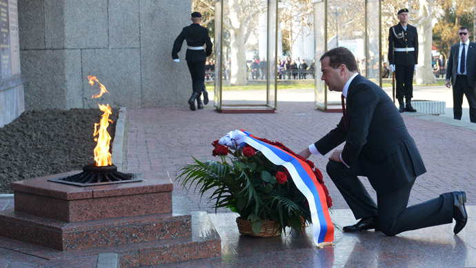 Russia's Prime Minister Dmitry Medvedev takes part in a wreath laying ceremony at a Memorial the 1941-1942 Heroic Defence of Sevastopol durng the World War II in Sevastopol, March 31, 2014.(AFP Photo / Alexander Astafyev)