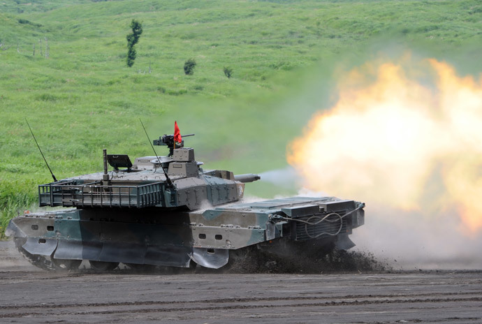 Japanese Ground Self-Defense Forces type-10 tank fires while changing its direction during an annual live fire exercise at the Higashi-Fuji firing range in Gotemba, at the foot of Mt. Fuji in Shizuoka prefecture (AFP Photo / Toshifumi Kitamura)