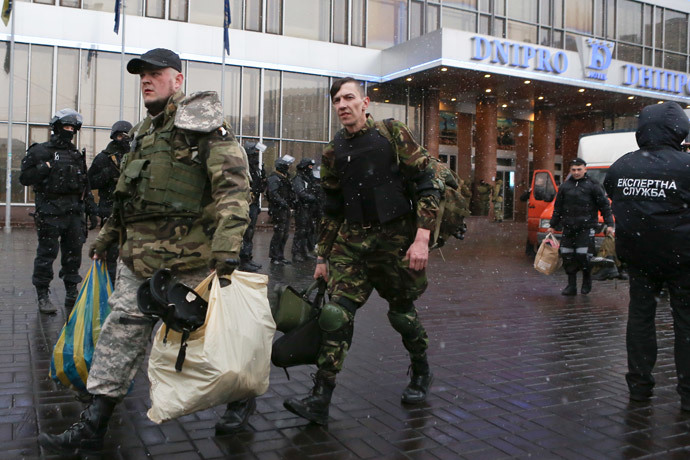 Ukrainian radical nationalists movement Right Sector activists carry their belongings as they leave the headquarters located in Dnipro hotel in the center of Kiev on April 1, 2014 under control of armed special team police officers. (AFP Photo / Inna Sokolovska)
