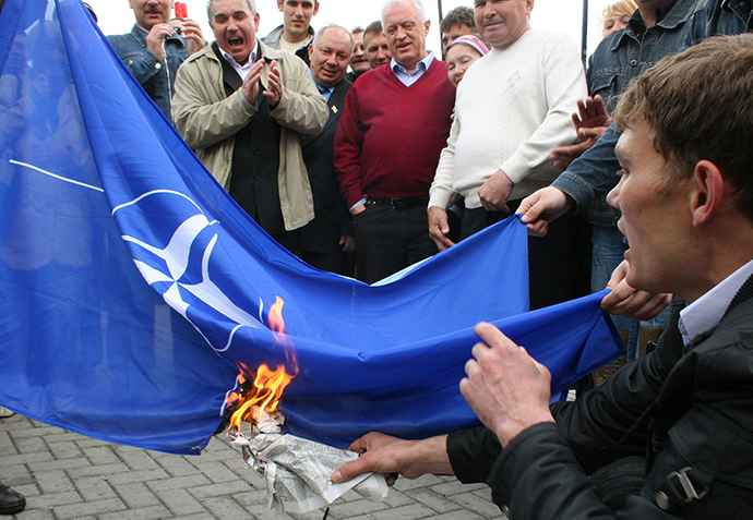 Activists from the Russian block in Crimea burn a NATO flag in Simferopol May 29, 2008. (Reuters)