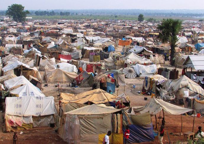 A picture taken on March 18, 2014 in Bangui shows a makeshift camp near Bangui's airport where some 100,000 people who had fled their homes are crammed into a vast tent city near the bases of foreign soldiers. (AFP Photo / Pacome Pabamdji)