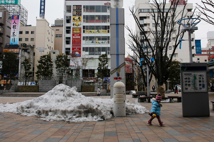 A child walks past a geiger counter, measuring a radiation level of 0.162 microsievert per hour, at a square in front of Koriyama Station in Koriyama, west of the tsunami-crippled Fukushima Daiichi nuclear power plant, Fukushima prefecture (Reuters / Toru Hanai)