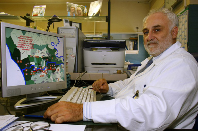 """Dr Antonio Marfella, hospital oncologist, shows the """"Triangle of Death"""" on his computer in Naples (AFP Photo / Carlo Hermann)"""
