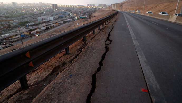 A view of a damaged road to Alto Hospicio commune after an earthquake and tsunami hit the northern port of Iquique April 2, 2014. (Reuters / Ivan Alvarado)