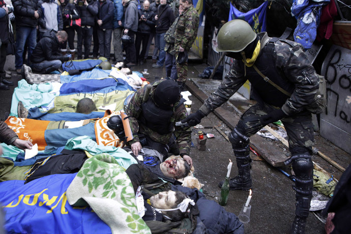 Dead bodies lay on the ground during clashes with riot police in central Kiev on February 20, 2014 in Kiev. (AFP Photo / Alexander Chekmenev)