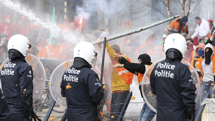 Brussels: Police disperse protesters with tear gas, water cannon (PHOTOS, VIDEO)