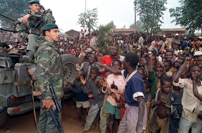 Hutu refugees greet French marines arriving in a camp four kilometers outside Butare 03 July 1994 as Rwandan rebels clashed with French forces on the outskirts of the city for the first time in the 10-days-old Operation Turquois (AFP Photo)