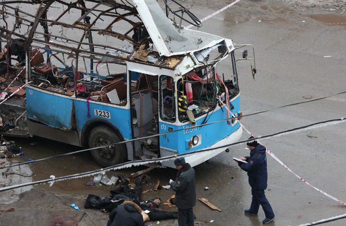 Agents of law enforcement and operative services work at the site of an explosion on a trolleybus near Kachinsky Market in Volgograd.(RIA Novosti)