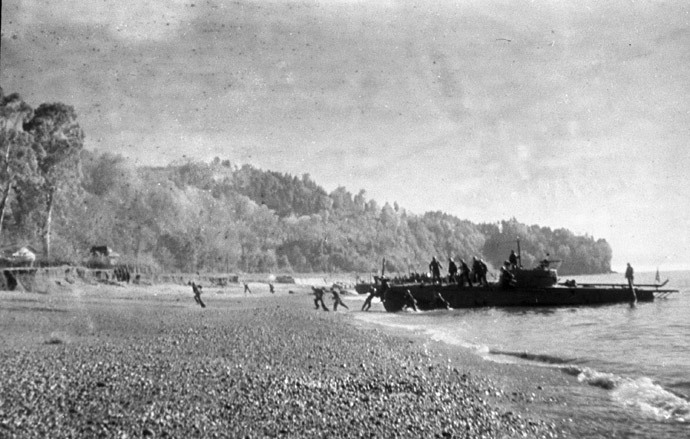 Soviet amphibious assault landing at the Kerch peninsula, October 1943 (RIA Novosti / Sokolenko)