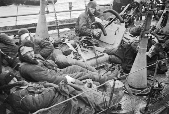 Injured marines of a Soviet vessel near Kerch, 1943 (RIA Novosti / Sokolenko)