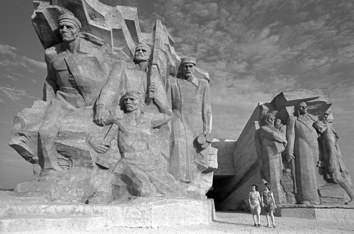 A monument to the defenders of the Adzhimushkay Quarry, who for 170 days held out Nazi attacks in catacombs near Kerch (RIA Novosti / Dudchenko)