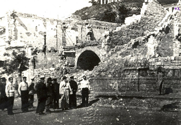 Ruins of a theater in Kerch destroyed in battle, 1944 (Photo from victory.rusarchives.ru)