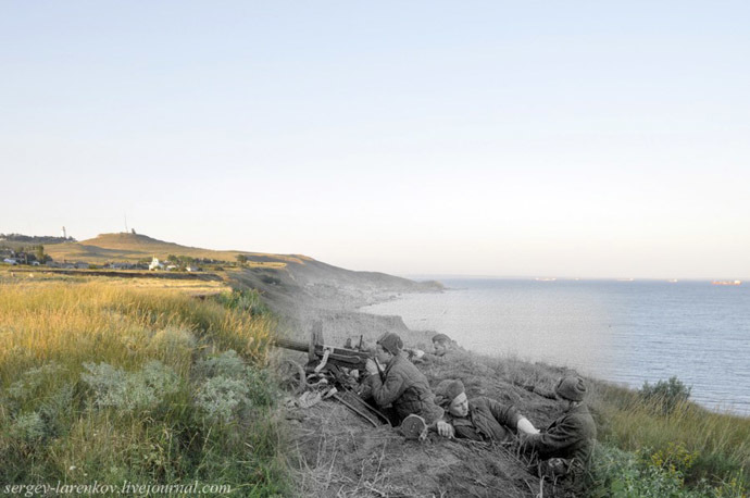 Soviet Marines in combat, 1943 / Kerch, 2012. Photo combination by Sergey Larenkov