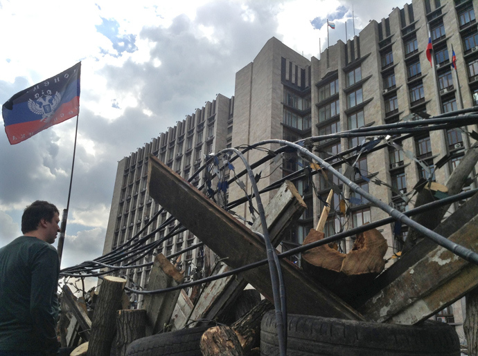 Barricades around the Donetsk regional administration, seized by protesters (RIA Novosti)