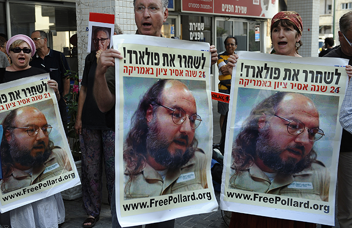 Israelis protest in front of the US embassy in Tel Aviv on June 19, 2011 to call for the release of Jewish-American spy Jonathan Pollard. (AFP Photo / David Buimovitch)