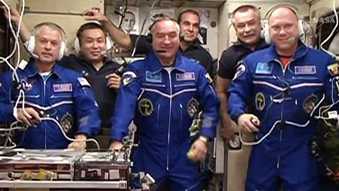 SMS to ISS: Russians to send greetings to space crew on Cosmonauts Day