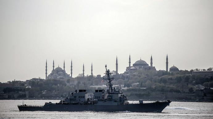 US warship, USS Donald Cook, sails through the Bosporus in Istanbul, Turkey, on April 10, 2014, en route to the Black Sea.(AFP Photo / Bulent Kilic)