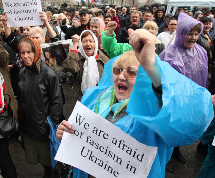 Pro-Russian protesters hold placards during their rally outside the regional state administration building in the eastern Ukrainian city of Donetsk on April 10, 2014. (AFP Photo / Anatoliy Stepanov)