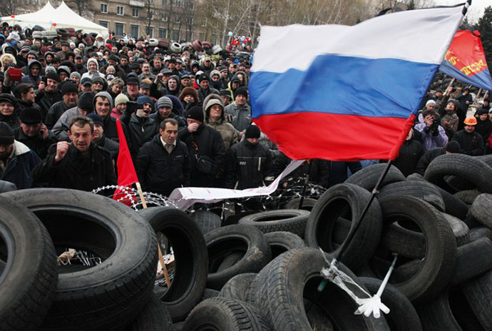 Pro-Russian activists rally at a barricade outside the regional state administration in the eastern Ukrainian city of Donetsk on April 11, 2014. (AFP Photo / Anatolii Stepanov)