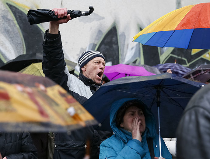 Supporters of the detained pro-Russian protesters shout slogans as they gather in front of the court building in Kharkiv, April 10, 2014. (Reuters / Gleb Garanich)