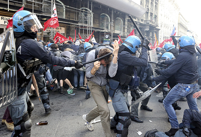 Demonstrators fight with policemen during a protest in downtown Rome April 12, 2014. (Reuters / Alessandro Bianchi)