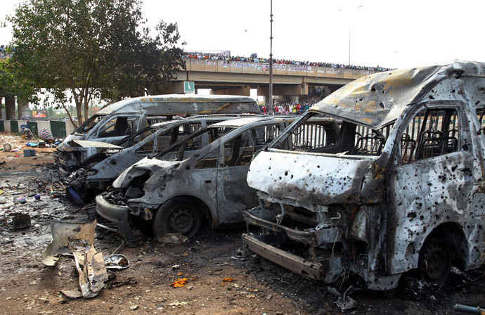 Burnt and damaged vehicles are seen at the scene of the bomb blast explosion at Nyanyan, Abuja April 14, 2014. (Reuters / Afolabi Sotunde)