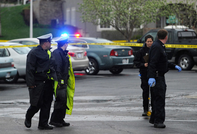 Authorities investigate the scene of a shooting at Village Shalom, an assisted living center in Overland Park, Kansas April 13, 2014. (Reuters / Dave Kaup)