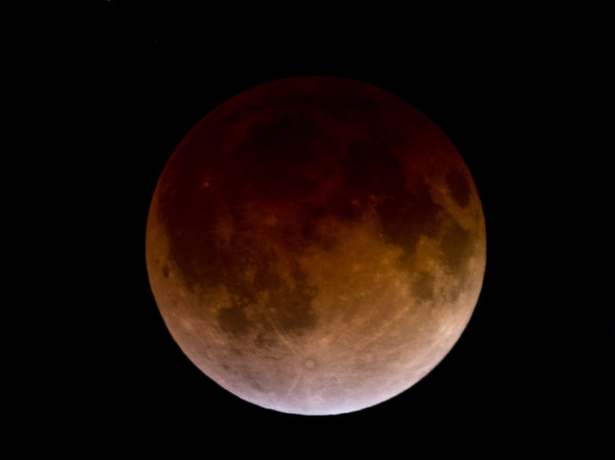 'Blood Moon' in pictures: Spectacular total lunar eclipse turns moon red (VIDEO) Moon-2