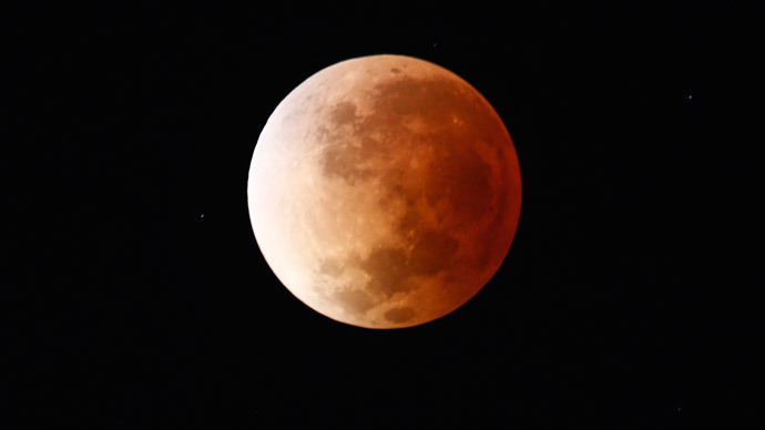 'Blood Moon' in pictures: Spectacular total lunar eclipse turns moon red (VIDEO)