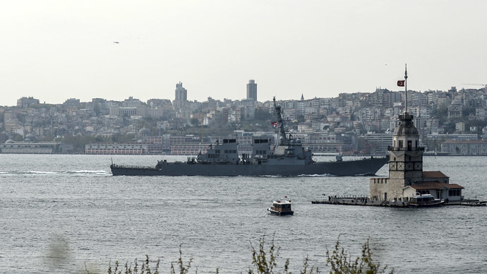 US warship, USS Donald Cook, sails through the Bosporus in Istanbul, Turkey, on April 10, 2014, en route to the Black Sea. (AFP Photo/Bulent Kilic)