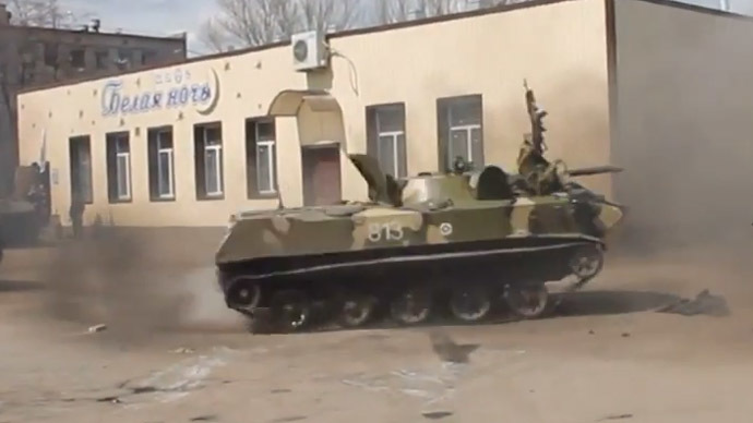 Mad drifting by Ukrainian armored vehicle as anti-govt squads wave Russian flags (VIDEO)