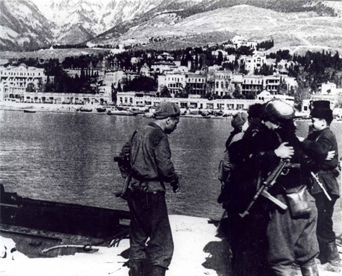 A meeting of Soviet partisans in liberated Yalta, 1944.