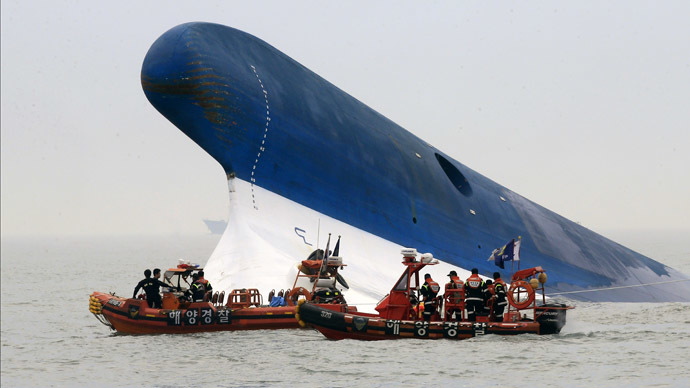 S.Korean ship sinks: Hundreds feared dead in ferry boat disaster (PHOTOS)