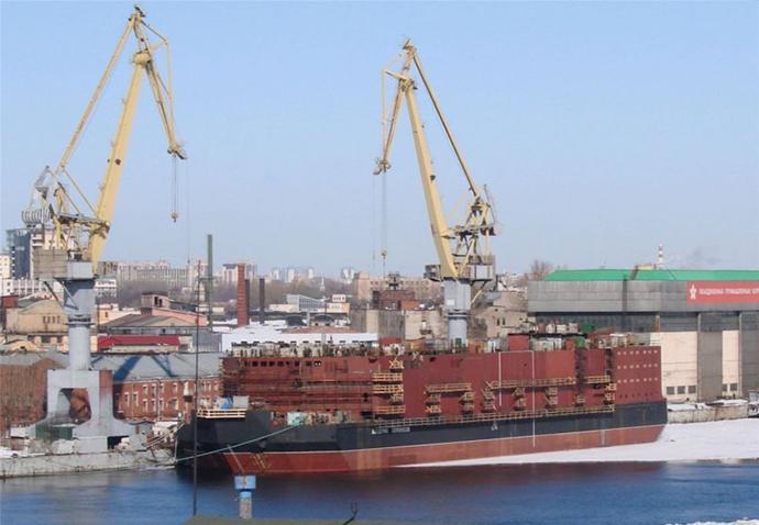 'Akademik Lomonosov' in dock. Image from topwar.ru