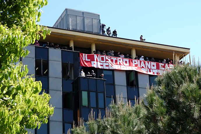 "People deploy a banner reading ""Our plan for Housing - Occupy Everything"" during the occupation of a building by associations that campaigns for housing rights on April 16, 2014 in Rome (AFP Photo / Alberto Pizzoli)"