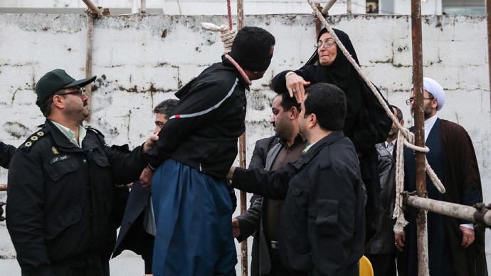 Victim's mother reprieves Iranian Killer with noose around his neck