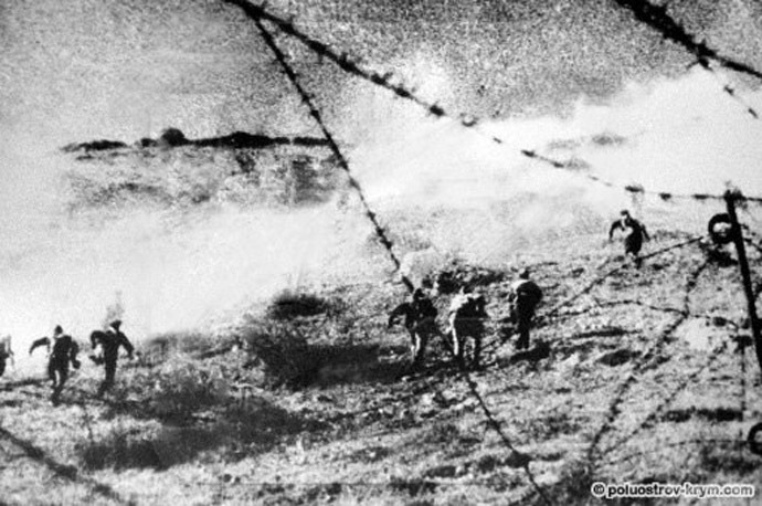 An counter-assault off Soviet troops during the Battle of Sevastopol The Battle of Sevastopol (From www.poluostrov-krym.com)