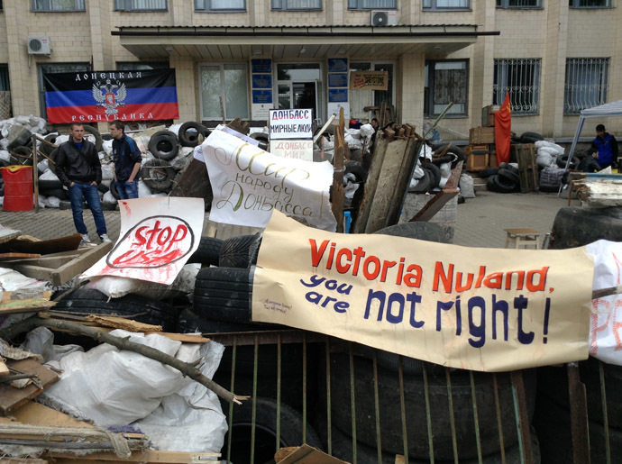 Barricades outside the City Hall, Kramatorsk. (RIA Novosti)