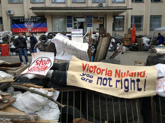 Barricades outside the City Hall, Kramatorsk. (RIA Novosti)