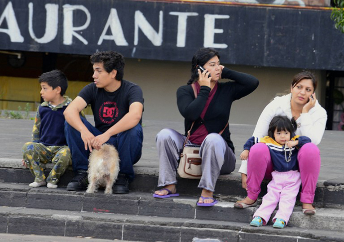 People remain on the streets after a strong earthquake rattled Mexico City on April 18 , 2014. (AFP Photo / Alfredo Estrella)