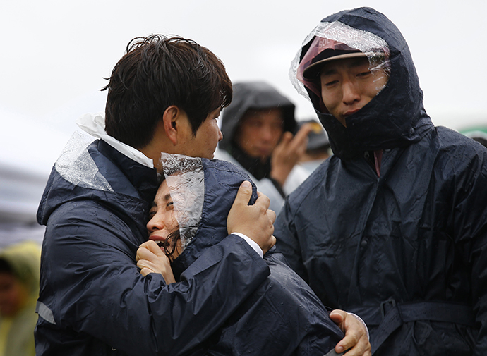 Family members of passengers missing on the overturned South Korean ferry Sewol react at the port in Jindo April 17, 2014. (Reuters / Kim Kyung Hoon)