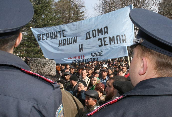 "An unsanctioned Crimean Tatar demonstration demanding the land issue settled. The streamer says in Russian: ""Give back our homes and land! Restore our property!"", March 20, 2008 (RIA Novosti/Server Amzaev)"