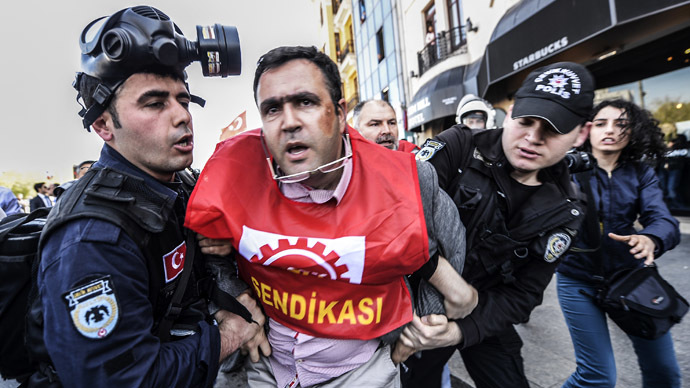 Police use tear gas against May Day activists in Istanbul (PHOTOS)