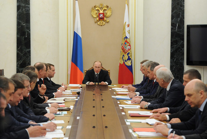 President Vladimir Putin (С) chairs a meeting of the Russian Security Council, at the Kremlin on April 22, 2014. (RIA Novosti / Michael Klimentyev)