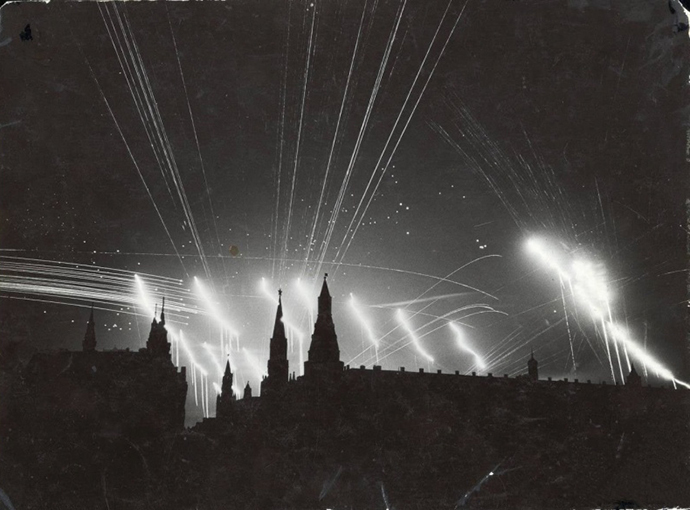 Attack of Nazi bombers on Moscow on July 26, 1941. German candle bombs glaring and shots of anti-aicraft cannons are visible (Image from timemislead.com)